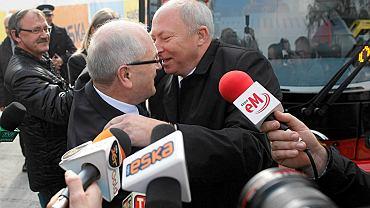 W czasach KZK GOP prezydent Katowic Piotr Uszok i prezydent Sosnowca Kazimierz Górski padali sobie w ramiona. Do dziś miasta płacą za inwestycje Tramwajów Śląskich według zasad, które wtedy ustalono.