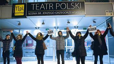 28 grudnia 2016. Publiczność solidaryzująca się z aktorami Teatru Polskiego