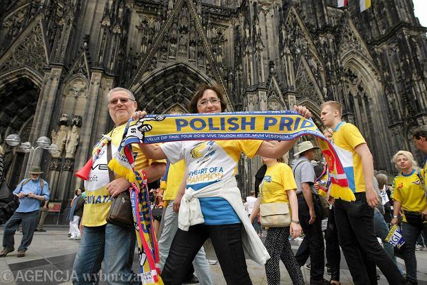 Zdjęcie numer 0 w galerii - Kibice umówili się pod katedrą. Polsko-węgierskie świętowanie [DUŻE ZDJĘCIA Z KOLONII]