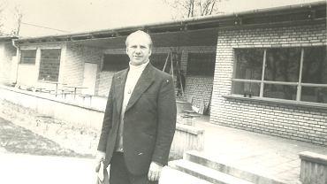 Mieczysław Hrehorów w latach 70. przy pawilonie basenu na ul. Sobieskiego