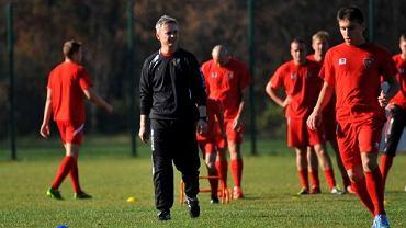 Mirosław Smyła podczas pierwszego treningu z piłkarzami Zagłębia