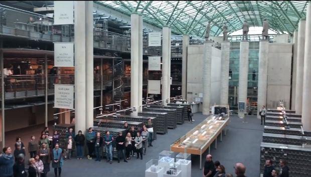 Hołd dla Pawła Adamowicza w Bibliotece Uniwersyteckiej