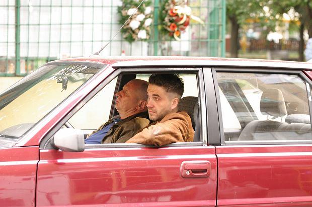 Pierwszy 'Pitbull' wygrywał odwzorowaniem realiów pracy warszawskiej policji. Historie z gazet po kosmetycznym liftingu były w serialu osią fabuły poszczególnych odcinków. Im bardziej makabryczne, tym lepiej.