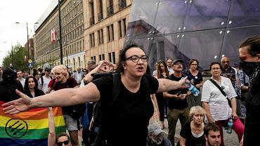Antyfaszyści zablokowali przemarsz nacjonalistów przez centrum Warszawy