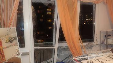 Wybuch w mieszkaniu na Pradze-Południe wybił okna. Kobieta próbowała ugasić płonący olej wodą