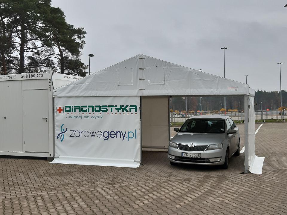 Koronawirus. Nowy mobilny punkt pobrań do badań na białostockim Stadionie Miejskim