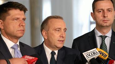 Ryszard Petru z Nowoczesnej, Grzegorz Schetyna z PO i Władysław Kosiniak-Kamysz z PSL podczas konferencji prasowej w Sejmie