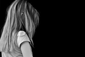 """Przedszkole chce zaświadczenia od mamy pięciolatki, że jej córka jest """"bezpieczna"""" dla dzieci. Przez chorobę skóry"""