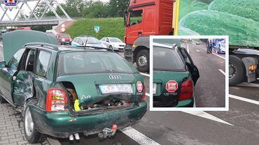 Pijany kierowca z naklejką 'Stop pijanym kierowcom'
