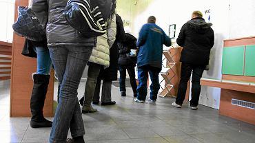Powiatowe Urzędy Pracy czekają na szturm zwalnianych pracowników, z powodu epidemii oferując głównie pomoc telefoniczną lub przez internet.