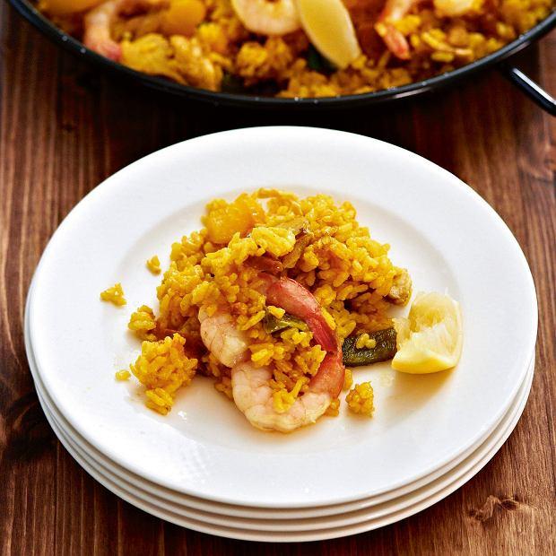 Paella z kurczakiem i krewetkami