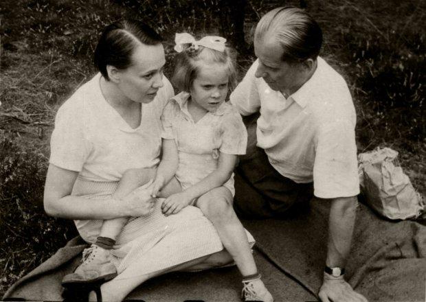 Zuzanna Lipińska z rodzicami