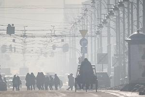 Transport drogowy główną przyczyną smogu w Warszawie. Chodzi nie tylko o samochody osobowe, ale też dostawcze i autobusy