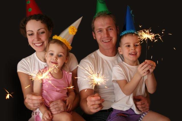 Sylwester z dziećmi tez może być fajny - przekonują rodzice.