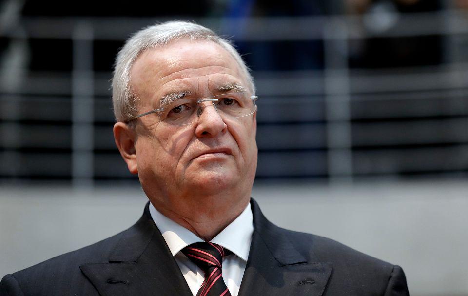 Amerykańska Komisja Papierów Wartościowych i Giełd (SEC) oskarżyła Volkswagena i byłego szefa koncernu Martina Winterkorna (na zdjęciu) o zdefraudowanie pieniędzy amerykańskich inwestorów w związku ze spalinowym skandalem.