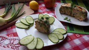Brokuł zapiekany z mięsem w sosie serowym