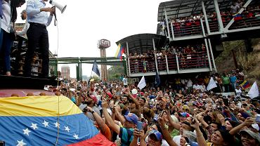 Wenezuela. Lider opozycji Juan Guaido w czasie protestu
