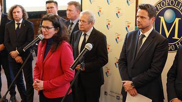 25 marca 2019 r. Prezydent Warszawy Rafał Trzaskowski wraz z prezydentami największych miast ogłaszają plan wspólnych obchodów święta wolności i solidarności w dniach 1-11 czerwca 2019 r.