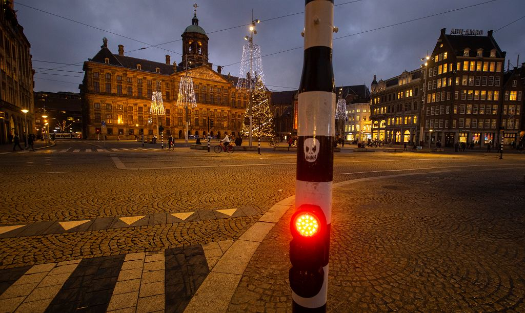 Parlament Holandii zaaprobował godzinę policyjną po raz pierwszy od II wojny światowej