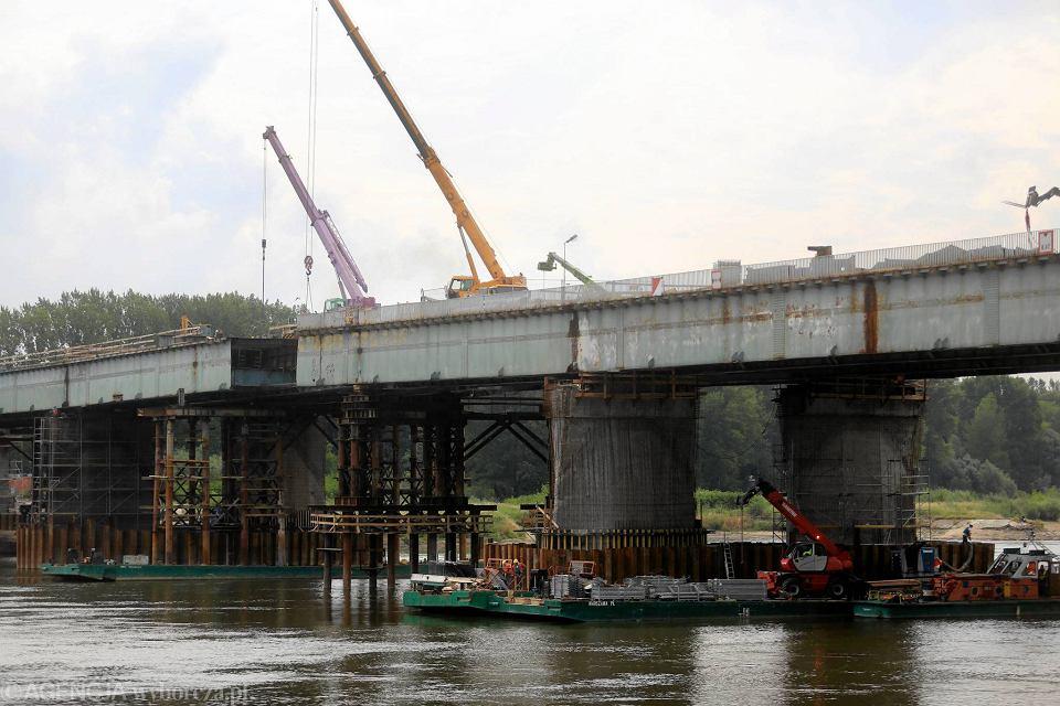 Prace remontowo-budowlane na spalonym moście Łazienkowskim