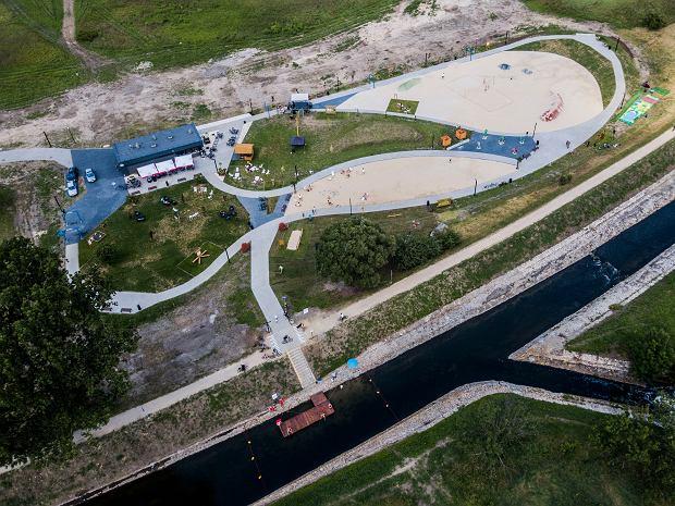 Zdjęcie numer 0 w galerii - Zobaczcie, jak miejska plaża nad Czarną Przemszą prezentuje się z góry