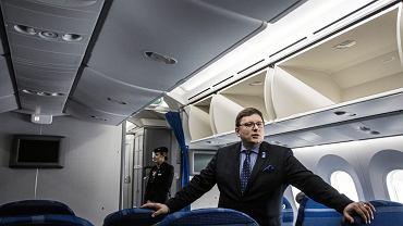 Prezes PLL LOT Rafał Milczarski podczas prezentacji najnowszego samolotu Dreamliner 787 9 w bazie PLL LOT w Warszawie, 23 marca 2018 r.