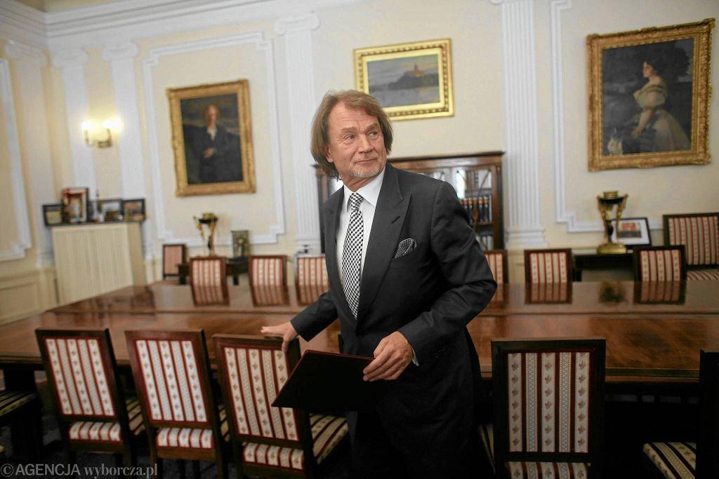 Warszawa, 2012 r. Jan Kulczyk podczas podpisania umowy dot. 20-milionowej darowizny na budowę głównej wystawu Muzeum Historii Żydów Polskich
