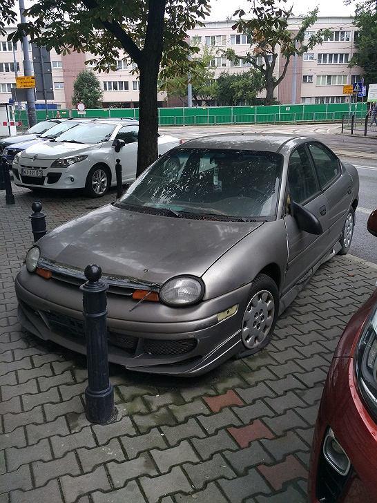 Porzucone auto przy 11 Listopada