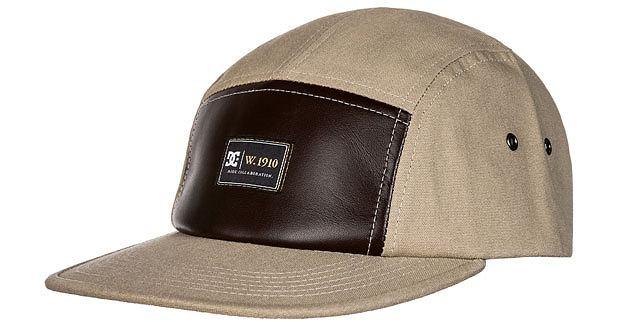 Styl: co nosimy tego lata, styl, moda męska, Z kolekcji DC czapeczka - cena: 149 zł