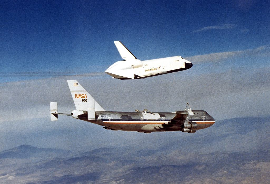 Przed lotem Columbii w kosmos, w locie testowano jedynie demonstrator Enterprise, będący uproszczoną wersją wahadłowca służącą do badania jego zachowania się w atmosferze