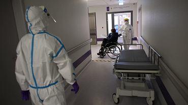 Koronawirus w Polsce. W niedzielę MZ poinformowało o prawie 400 przypadkach