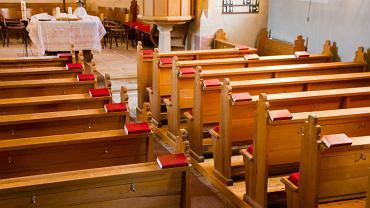Msza tylko bez wiernych. Zdjęcie ilustracyjne