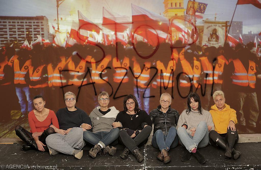 Kobiety które stanęły na drodze nacjonalistów podczas 'Marszu Niepodległości'. Od lewej Agnieszka Wierzbicka, Elżbieta Podleśna, Beata Geppert, Agnieszka Markowska, Kinga Kamińska , Ewa Błaszczyk, Izabela Mozdrzeń
