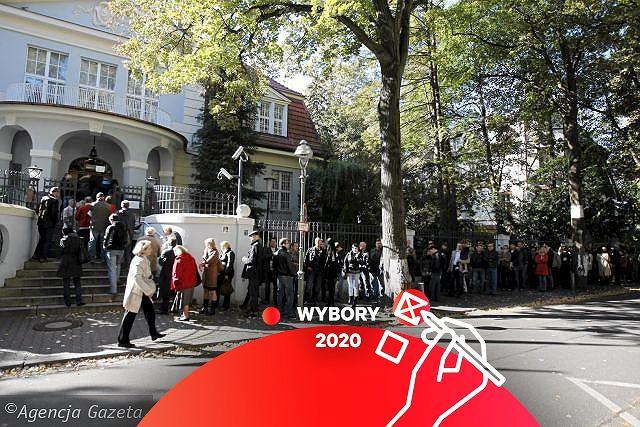 Kolejka wyborców przed ambasadą Polski w Berlinie - zdjęcie ilustracyjne