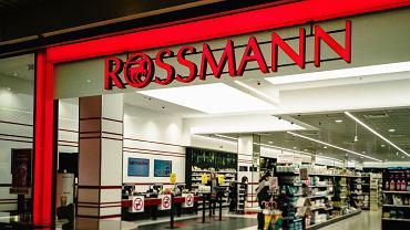 Wielka promocja w drogeriach Rossmann. Obniżki cen nawet do -50%! Co można kupić taniej?