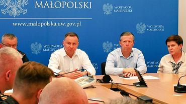 Prezydent Andrzej Duda podczas posiedzenia sztabu kryzysowego w Krakowie