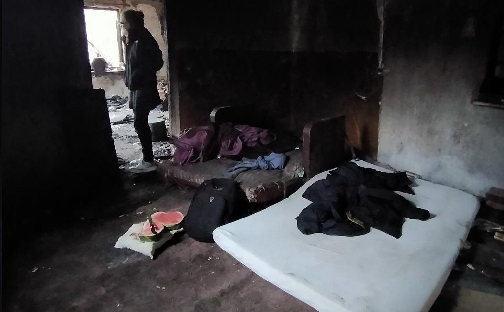 Bezdomne Polki rodzą w strasznych warunkach. 'Brak prądu, światło ze świeczki, kącik na działce lub altanka śmietnikowa'