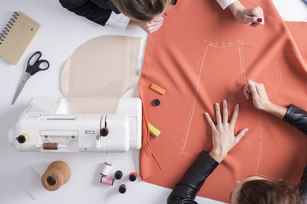 Pokrowce na krzesła - szablon DIY