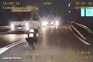 Motocykliści uciekali przed policją. Jechali prawie 200 km/h, jeden skończył w rowie, drugi uciekł. Mamy nagranie