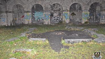 Nastolatek zranił kolegę w mauzoleum w Wałbrzychu