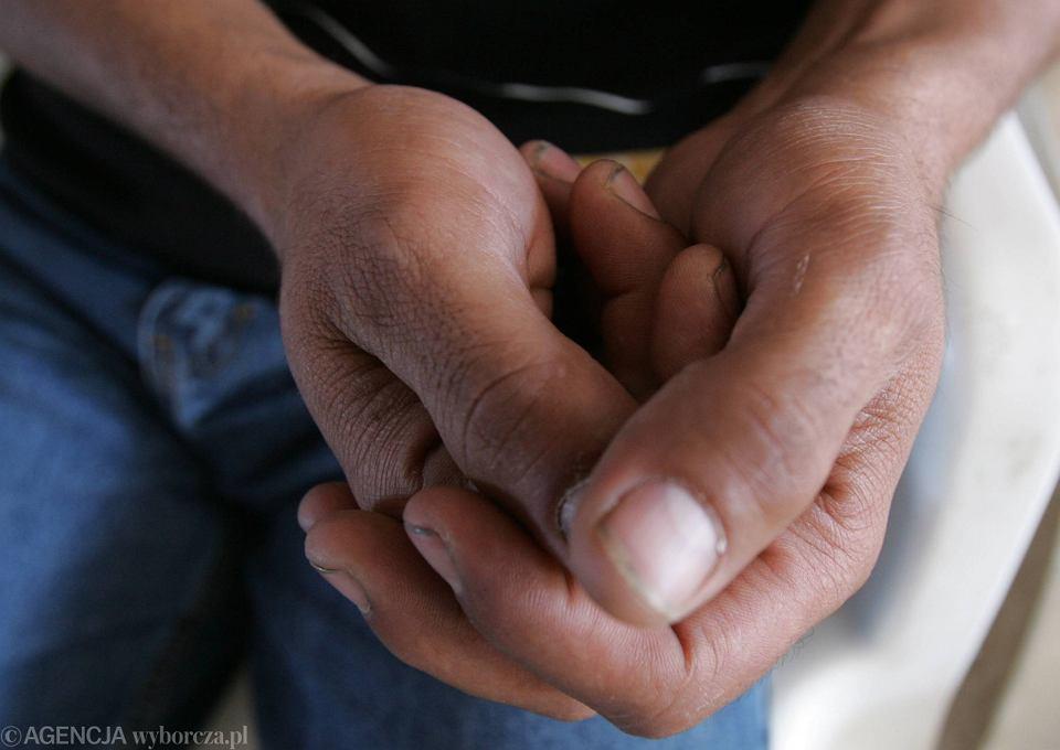 Trzy lata temu dłonie mieszkańców Diyarbakir sięgnęły po kamienie. Rzucali mężczyźni i starsze kobiety, a między nimi kręciło się kilkoro dzieci. Halil próbował osłonić Semse własnym ciałem. Zginął pierwszy