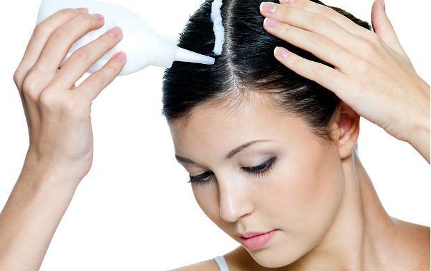Farbowanie włosów w domu - jak wybrać odpowiedni kosmetyk, jak nałożyć farbę?