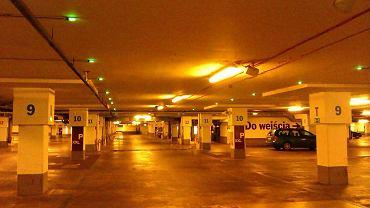 Pusty garaż w Galerii Mokotów - w poniedziałek o 10 rano to niezwykły dotąd widok