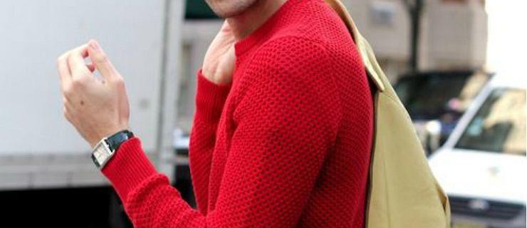Stylowe swetry w energetycznych kolorach. Modele z wyprzedaży w super cenach