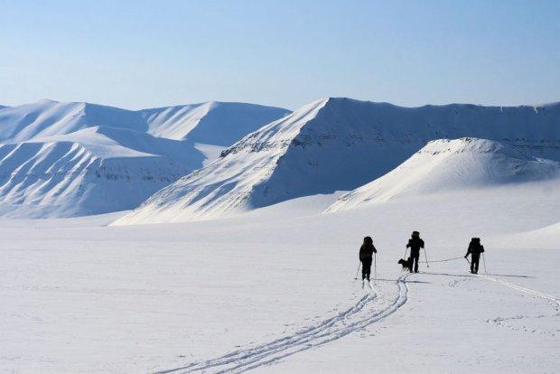 Narciarski przełaj na Spitsbergenie - jedna z rzeczy, które trzeba zrobić będąc w Norwegii.