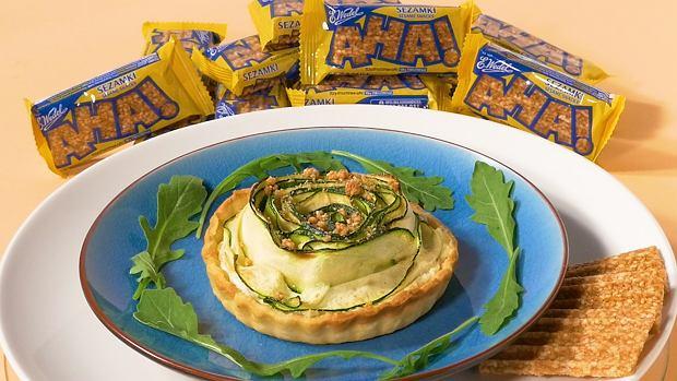 Tartaletki różyczki z cukinią i sezamkami