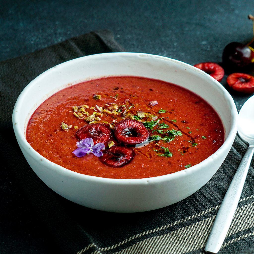 Chłodnik pomidorowy z wiśniami