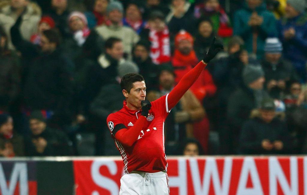 Robert Lewandowski celebruje bramkę zdobytą w meczu LM przeciwko Atletico Madryt