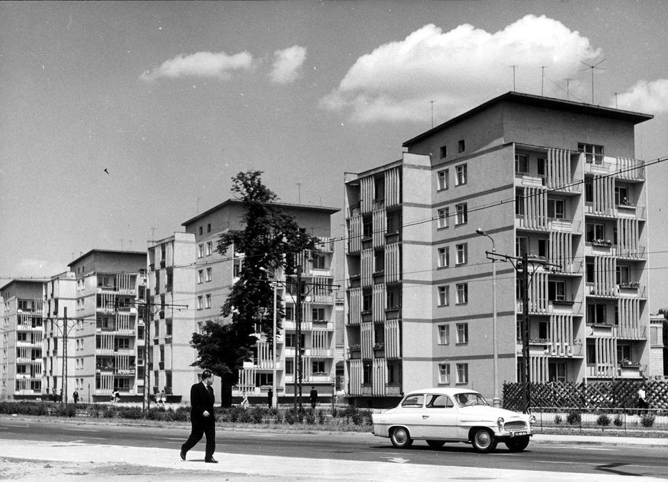 Punktowce zwane 'Czworaczkami' przy ul. K. Świerczewskiego (dziś ul. J. Piłsudskiego). Projekt: Konrad Jarodzki