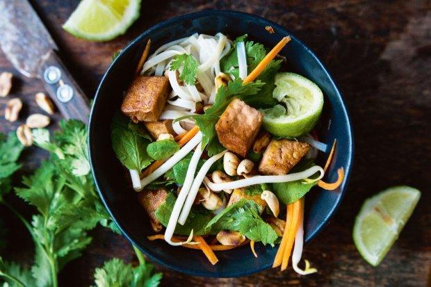 Sałatka z tofu ze świeżymi ziołami